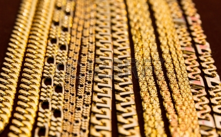 33258c01ee8a Cuando vas a una joyería o quieres comprar alguna pieza de joyería por  internet es posible que te quedes algo extrañado al ver que ciertos  productos de oro ...